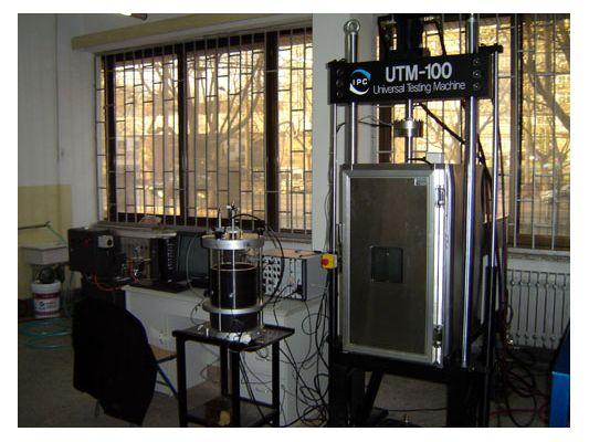 2004年UTM-100动态伺服液压材料试验系统中标
