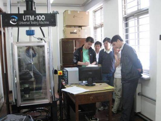 大连理工大学UTM-100安装调试成功